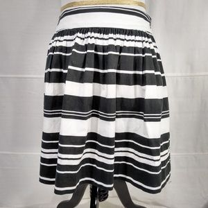 2fb68ca94 Banana Republic · BANANA REPUBLIC Black and White Mini Skirt Size 4